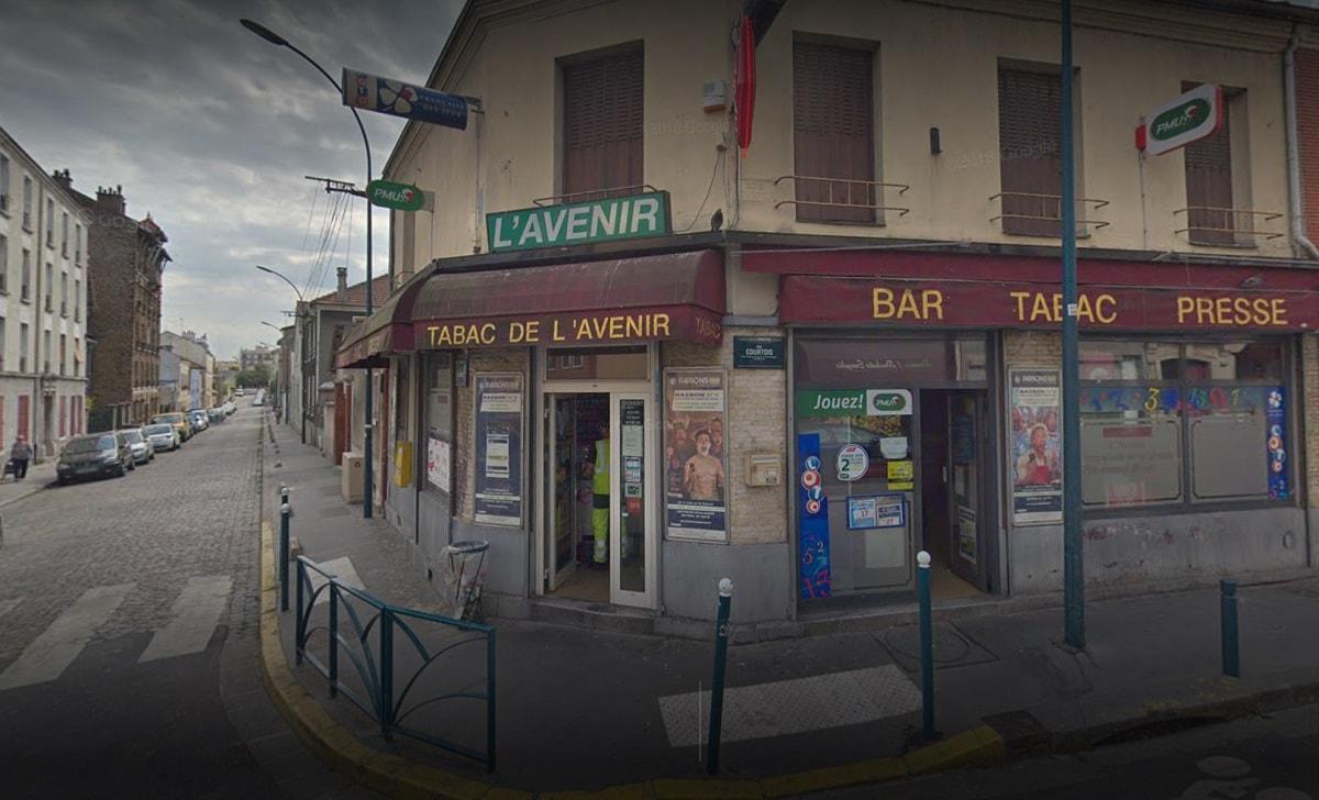 La devanture du Tabac de l'Avenir, lieu où la grille gagnante du Loto du 8 avril a été coché à Pantin.